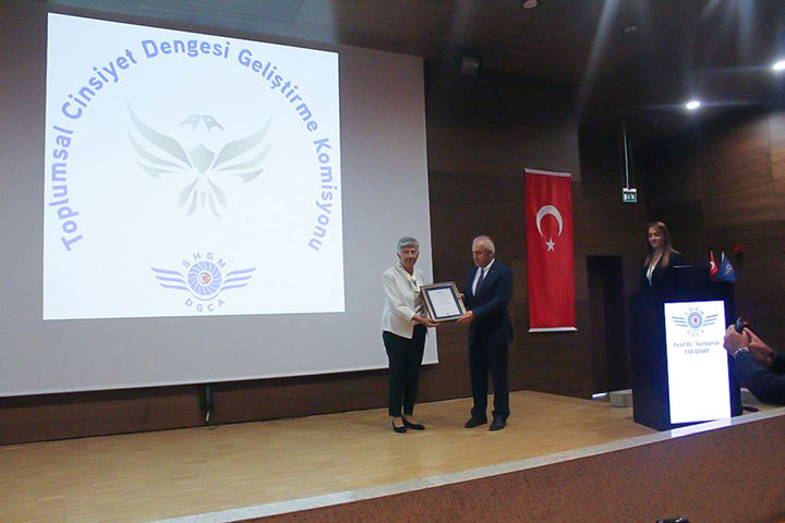 Registry Certification for First Turkish Aviatrices Granted to Prof. Yurdanur Tulunay